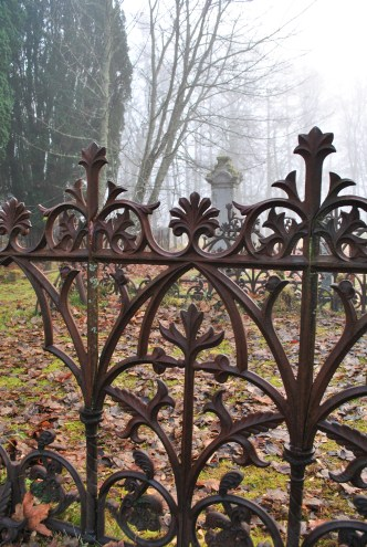 Kilmonivaig graveyard