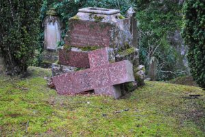 Tomnahurich graveyard, Inverness (93)