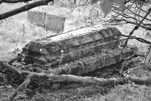 Pitmuies sarcophagus, secret graveyard
