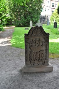 Cirsten Biset, spouse to sailor Robert Brownhouse, died in 1747, her headstone displays a beautiful ship with a saltire.