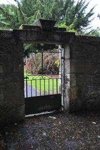 Carriden Old Churchyard brawl over child's body Graveyards of Scotland Nellie Merthe Erkenbach