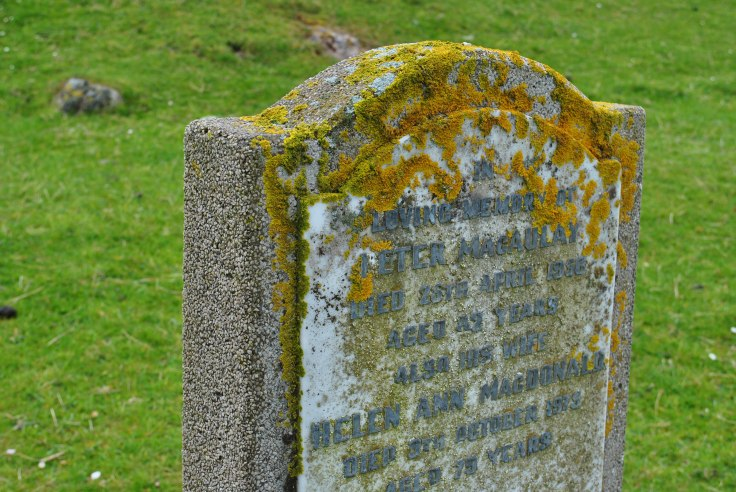 ©nme Graveyards of Scotland Huishinish burial ground Isle of Harris