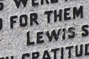inscription Lewis Iolaire memorial