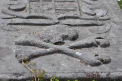 skull and crossbones carving