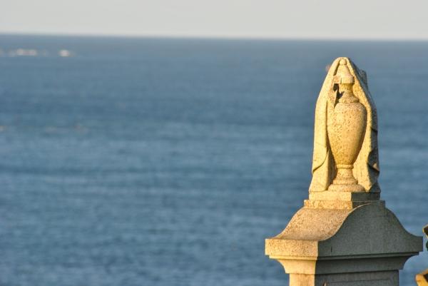 urn and sea