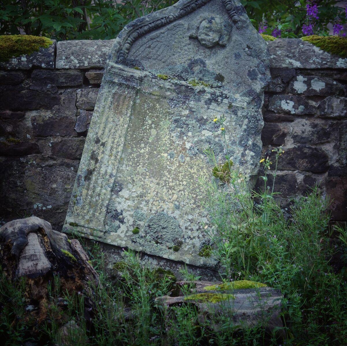 gravestone Sanquhar raveyard