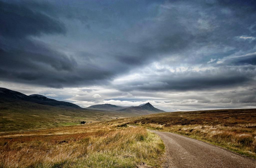 Caithness road @nme Nellie Merthe Erkenbach Graveyards of Scotland